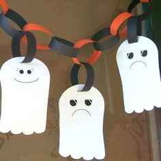 DIY Halloween Craft Ideas for Kids! The spirit of Halloween is best celebrated with handmade crafts. Here are 31 easy to make DIY halloween craft ideas for kids. Quick Halloween Crafts, Moldes Halloween, Casa Halloween, Theme Halloween, Adornos Halloween, Manualidades Halloween, Halloween Projects, Diy Halloween Decorations, Holidays Halloween