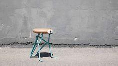 Een grappige kruk, een ontwerp met een knipoog, design met humor. Een krukje dat je als extra zitplaats kunt gebruiken maar ook heel goed als grappige bijzetter.