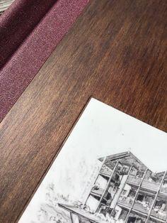 Speisekarte aus Holz mit Prägung und vertieftem Schild Polaroid Film, Menu Chalkboard, Menu Cards, Wine List, Book Binding, Sign, Timber Wood
