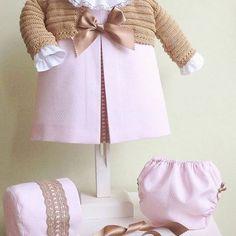 Nuestro clásico Best Seller vestido rosa con entre dos camel 👑    modelo: V0003-16 disponible desde 0m hasta 24m Instagram, Crochet, Pink Sundress, Models, Dots, Budget, Chrochet, Crocheting, Ganchillo