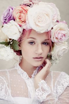 Just being me..., grunge-madness: paran-o-ia: ... flowers in her hair