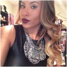 Chunky necklace | ombré | red lips MAC