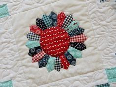 A Quilting Life - a quilt blog: Dresden Plate Tutorial and Scrap Quilting