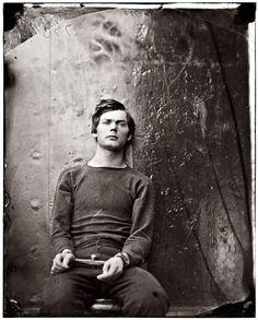 Льюис Пауэлл, один из заговорщиков убийства Линкольна, в ожидании казни, 1865 г. Удивительно, но в его глазах я не вижу ни страха, на раскаяния, ни безумства...