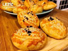 Mayasız Kıyır Poğaça Tarifi - Leziz Yemeklerim Turkish Recipes, Hamburger, Bread, Food, Amigurumi, Meal, Brot, Eten, Turkish Food Recipes