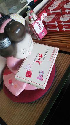 """【京都國際電影節】 今天16日開始19日為止會在京都舉行京都國際電影節♪ 生八橋也會""""參加""""哦! 以上的網址有詳情記載。生八橋的包裝也換成了京都國際電影節的版本哦。 銷售的店鋪有限,大家出門時機的留心看看哦。(OTABE本館以及我們的專門店沒有設置銷售) 這將是一個在洋溢着藝朮氣息的秋天參加的活動呢。"""