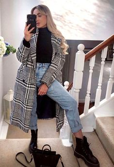 Hottest Women Winter Outfits Ideas To Copy In 2020 Winter isn't only a season of holidays and get-togethers but also a time when women began to seek out that perfect dress that might add charm and elegance to their look. SEE DETAILS Winter Mode Outfits, Winter Outfits Women, Casual Winter Outfits, Winter Fashion Outfits, Fall Outfits, Summer Outfits, Casual Fall, Flannel Outfits, Winter Dresses