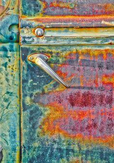 La rouille est un artiste ! / Rust is an artist ! / Photo by Robert Jensen. Textures Patterns, Color Patterns, Colour Schemes, Bazar Bizarre, Rust Never Sleeps, Painting Inspiration, Color Inspiration, Peeling Paint, Rusty Metal