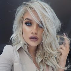 silvester-styling-nude-blond-kuenstliche-wimpern-blaue-augen-makeup-party Source by The post silvest Silvester Make Up, Platinum Hair, Platinum Blonde Hairstyles, Gorgeous Hair, Amazing Hair, Amazing Women, Beautiful Women, Hair Today, Hair Dos