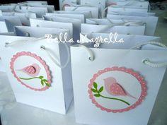 Lindas sacolinhas em papel decoradas com passarinhos no galhinho!  Uma delicadeza só! Acompanha tag de agraecimento para o fechamento da sacolinha! R$6,00