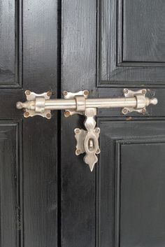 sneak peek: caitlin & samuel of popham design – Design*Sponge Knobs And Knockers, Knobs And Pulls, Door Knobs, Door Handles, Door Latch, Pull Handles, Door Pulls, Home Hardware, Cabinet Hardware