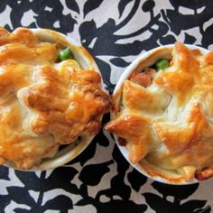 mini chicken pot pies with star and flower crust, foodlets pot pie