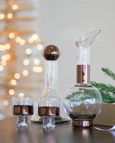 #25PerfectGifts: Generous proportions, geometric shapes and strategically bright bling of copper are just a few ways the Tank Bar Colleciton is quintessentially Tom Dixon. Perfect for the beverage buff, with low ball and high ball glasses, jug and decanter with that signature style. Bottoms up!