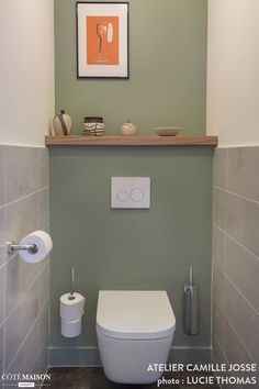 Comment sublimer un appartement neuf ? Small Toilet Decor, Small Downstairs Toilet, Small Toilet Room, Small Bathroom, Bad Inspiration, Bathroom Inspiration, Wc Decoration, Toilet Tiles, Toilette Design