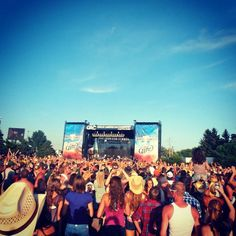 Country Thunder is sure to be a boot scoot'n good time!