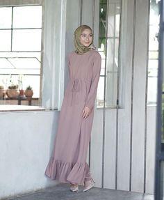 Hijab Dress, Hijab Outfit, Maxi Dresses, Hijab Fashion, Women's Fashion, Kebaya Muslim, Mode Hijab, Sew, High Neck Dress