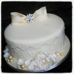 Vintage hat box style cake. Vintage Hat Boxes, Heavens, Cake, Desserts, Food, Style, Women, Swag, Pastel