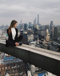 Best funny roofing pictures, images & pics by Roofing Portal Perfect Camera, Perfect Selfie, Scenic Photography, Street Photography, Pictures Images, Cool Pictures, Selfies, High Building, Young Couples