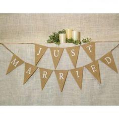 Banderole de fanions toile de jute Just Married - Place du Mariage