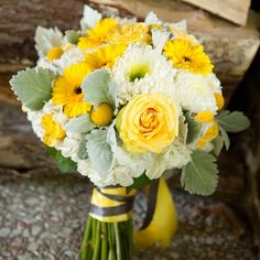 Cheerful Yellow and White Bridal Bouquet
