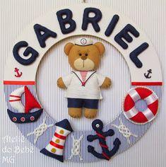 Ateliê do Bebê MG: Guirlanda Urso Marinheiro ( Gabriel ) Sailor Baby Rooms, Sailor Room, Diy Crafts For Gifts, Felt Crafts, Baby Door Wreaths, Felt Wreath, Baby Kit, Felt Decorations, Nautical Baby