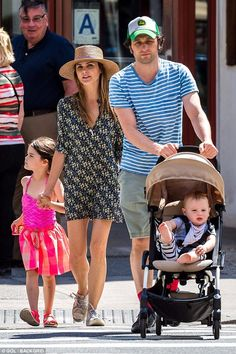 The American family: Keri Russell and Matthew Rhys have nothing to hide as they stepped out for a family stroll in New York on Wednesday Keri Russell Hair, Keri Russell Style, Keri Russell Kids, The Americans Tv Show, Matthews Rhys, Fashion Couple, Couple Outfits, Classy And Fabulous, Cute Couples