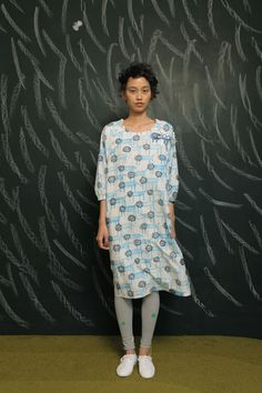 Hi!  Please don't leave a comment about how this looks like a hospital gown.  You are not the first person to think or say that, but I pinned this for my own pleasure and would appreciate it if you didn't leave negative comments here.  Thank you.  (Mina Perhonen shift)