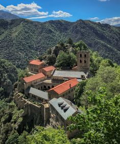 Visiter le Pays Catalan, mes 11 lieux insolites - Blog Kikimag Travel Formation Photo, Les Cascades, Saint Martin, Le Havre, Grand Canyon, Mountains, Mansions, House Styles, Travel