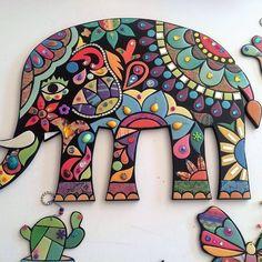Mosaic Diy, Mosaic Glass, Mosaic Tiles, Mosaic Projects, Art Projects, Mosaic Animals, Diy Living Room Decor, Acrylic Canvas, Button Art