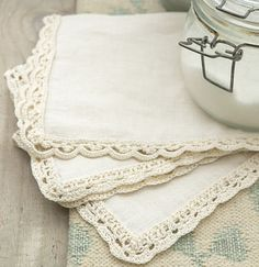 Crochet edging for a vintage-style napkin Tutorial╭⊰✿Teresa Restegui http://www.pinterest.com/teretegui/✿⊱╮