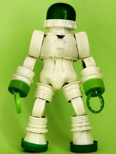DIY Idea for Cool upcycling projects for Fun & Games with Great Robot Themes for Kids. Plastic Bottle Crafts, Plastic Caps, Recycle Plastic Bottles, Recycled Robot, Recycled Art, What Is Plastic, Bottle Top Crafts, Diy Robot, Robot Crafts
