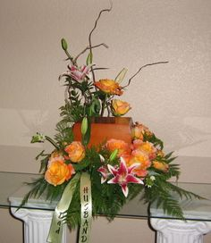 floral arrangements for cremation urns Funeral Flower Arrangements, Funeral Flowers, Remembrance Flowers, Candy Bouquet, Cremation Urns, Cemetery, Flower Art, Floral Wreath, Lily