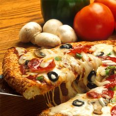 Homemade pizza from scratch easy! My kids would literately eat homemade pizza every night of the week. Here are some quick homemade pizza recipes Pizza Sin Gluten, Low Carb Pizza, Low Carb Keto, Pizza Restaurant, Restaurant Themes, Online Restaurant, Restaurant Guide, Diabetic Recipes, Low Carb Recipes
