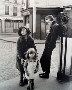 Robert Doisneau: Les Enfants de la Place Herbert, 1957