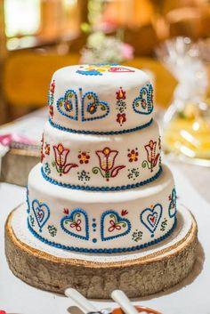 Folklor inspired wedding cake
