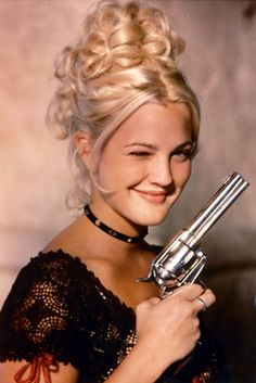 Drew Barrymore portrays the role of ''Lily Laronette'' in the film ''Bad Girls'' ''Κακά κορίτσια'' a 1994 American western adventure film. Drew Barrymore 90s, Barrymore Family, Drew Barrymore Style, Regina George, Pretty People, Beautiful People, 1990 Style, Jenifer Aniston, Provocateur