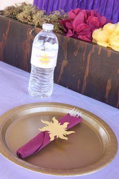 Napkin/silver wear idea for tangled party Rapunzel Birthday Party, Tangled Party, Tinkerbell Party, 6th Birthday Parties, Princess Jasmine Party, Princess Theme Party, Princess Sophia, Princess Birthday, Geek Birthday