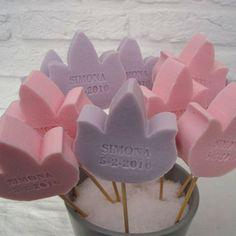 Een persoonlijk TULP zeepje met een naam of datum! Vele kleuren en geuren! Informeer naar alle mogelijkheden! SNEL en VEILIG betalen