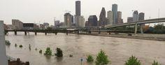 Chuva torrencial e enchentes inundam Houston (USA)