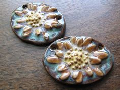 Cinnamon Daisy Oval Pendant by classicbead on Etsy, $11.95