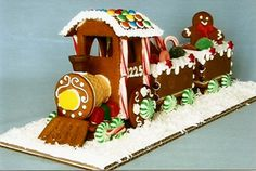 Gingerbread Train and Station Gingerbread Train, Christmas Gingerbread House, Gingerbread Houses, Gingerbread Cookies, Christmas Desserts, Christmas Baking, Christmas Cookies, Holiday Train, Christmas Train