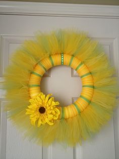 Spring tulle yellow/green wreath Tulle Projects, Tulle Crafts, Wreath Crafts, Diy Wreath, Mesh Ribbon Wreaths, Tulle Wreath, Door Wreaths, Easter Wreaths, Holiday Wreaths