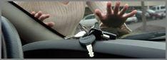 Chei uitate be bord sau in contactul masinii in iasi, deschidem masina in iasi si recuperam cheia, deblocam inchiderea centralizata iasi