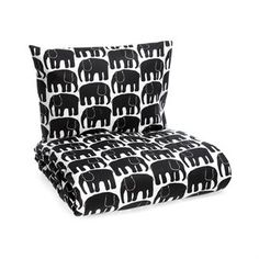 The lovely Elephant bed set from Finlaysson has a beautiful pattern with elephants that is easy to fall in love with. The pattern was designed by Laina Koskela in 1969 and therefore has a retro look.