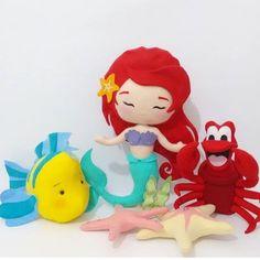 Fofuras em feltro por @blublu_atelie #blogencontrandoideias #encontrandoideias #fabiolateles Art Of Charm, Felt Fairy, Felt Toys, Princesas Disney, Diy Doll, Princess Peach, Smurfs, Mermaid, Dolls