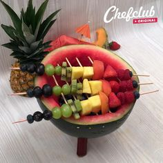 Party Food Platters, Food Trays, Fruit Salad Recipes, Appetizer Recipes, Fruit Salads, Fruit Platter Designs, Food Bouquet, Fruit Dishes, Fruit Buffet