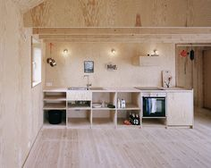 A kitchen clad entirely in plywood by Johannes Norlander Arkitektur. For more of the all-plywood interior, see Architect Visit: Johannes Norlander in Sweden. Plywood House, Plywood Kitchen, Plywood Walls, Timber Kitchen, Plywood Cabinets, Open Cabinets, Interior Architecture, Interior And Exterior, Interior Design