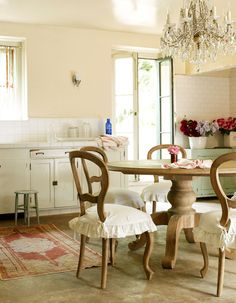 Romantic country dining room