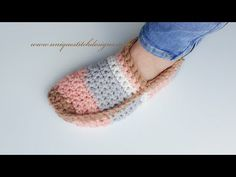 Love DIY ideas ?! This is Step by step guided video tutorial for Crochet Super Easy Unisex Slippers. Those Slippers are very simple to make and adorable.