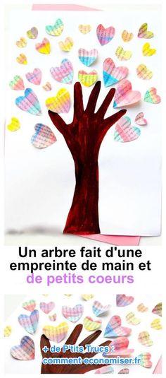 un arbre peint avec une empreinte de mains et des coeurs